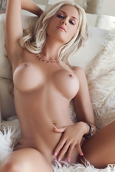 Morgan Brown  nackt